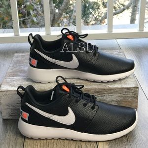 pretty nice 9d5e8 1c1e0 Women s Nike Roshe Shoes   Poshmark